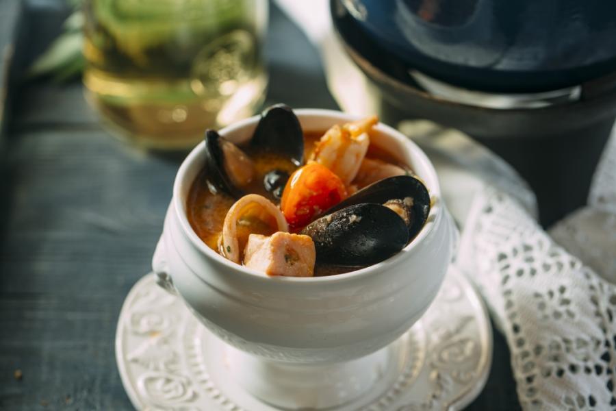 Суп из морской рыбы и морепродуктов(395 руб.)