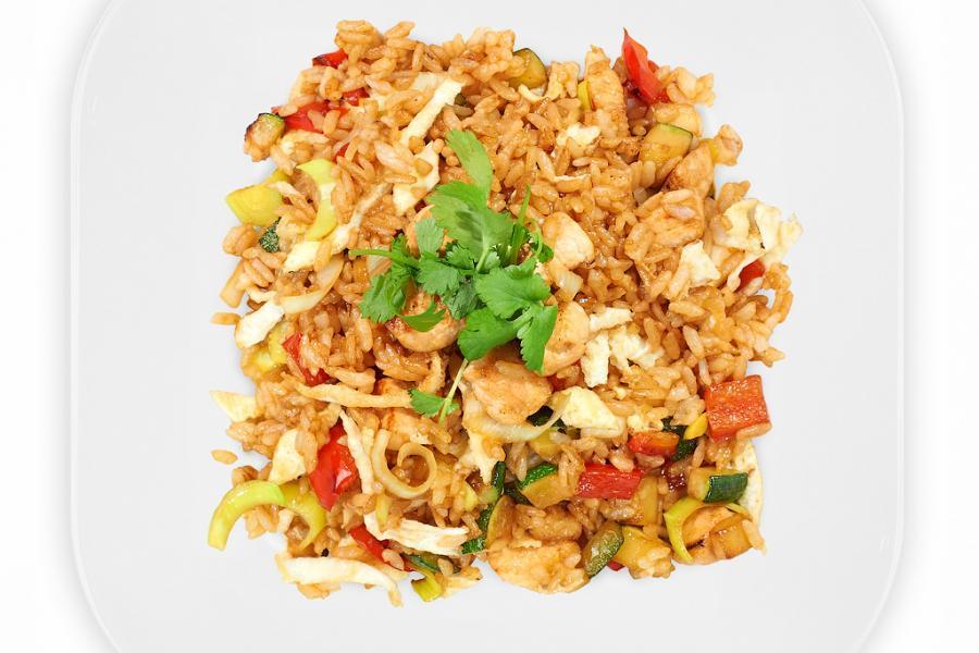 Рис с курицей и овощами(290 руб.)