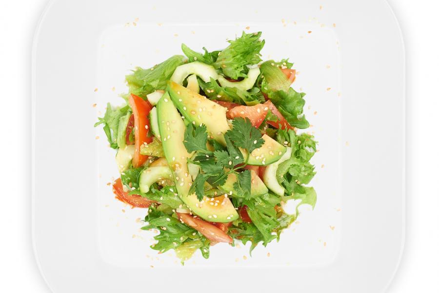 Салат с авокадо(390 руб.)