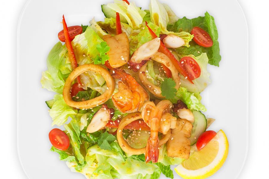 Салат с морепродуктами(800 руб.)