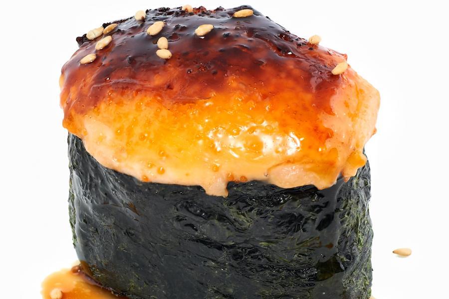 Запеченные суши с гребешком(190 руб.)