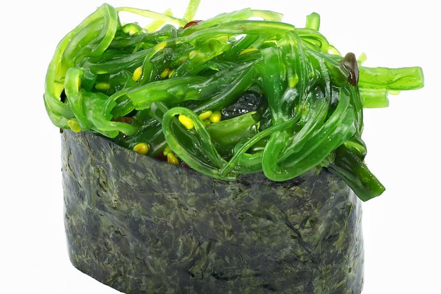 Суши с водорослями(90 руб.)