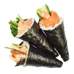 Хэнд-ролл с острым лососем, авокадо, огурцом и кинзой(450 руб.)