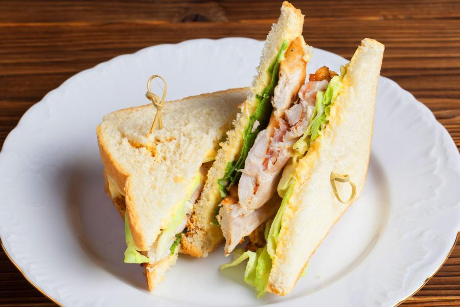 Сэндвич с сочным куриным филе (150 руб.)