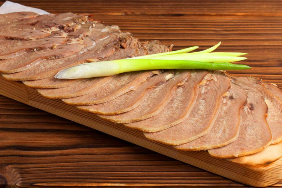 Язык говяжий с горчицей и хреном (500 руб.)