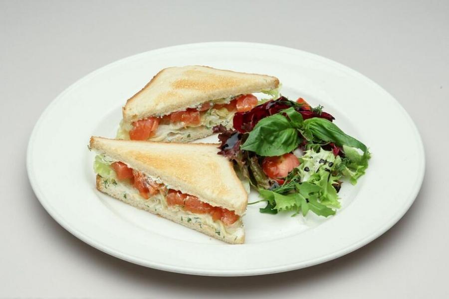 сэндвич с лососем(480 руб.)