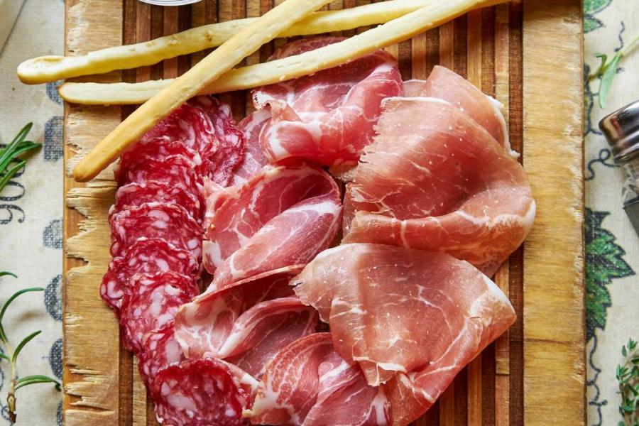 ассорти мясных деликатесов(980 руб.)