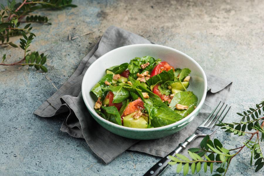 овощной салат с кахетинским маслом(360 руб.)