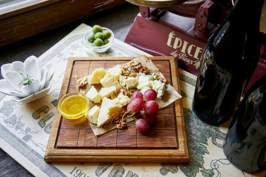 сырная тарелка(980 руб.)