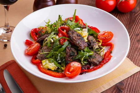 Салат с теплой говядиной и болгарским перцем(590 руб.)