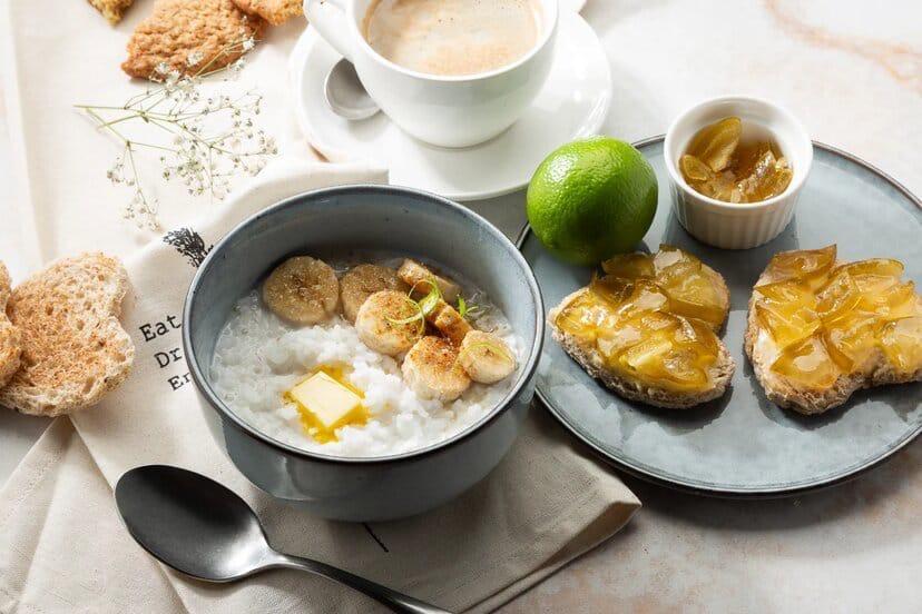 рисовая каша с кокосовым молоком и глазированным бананом