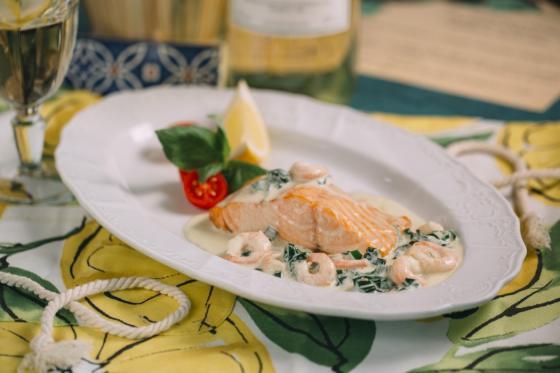Филе лосося с креветками в сливочном соусе(585 руб.)