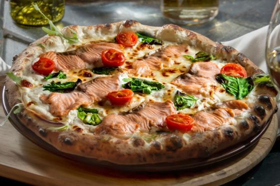 Бьянка с лососем, сыром маскарпоне и шпинатом(395 руб.)