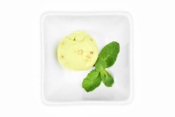 Мороженое с шоколадным / вишневым / кленовым рулетом(100 руб.)