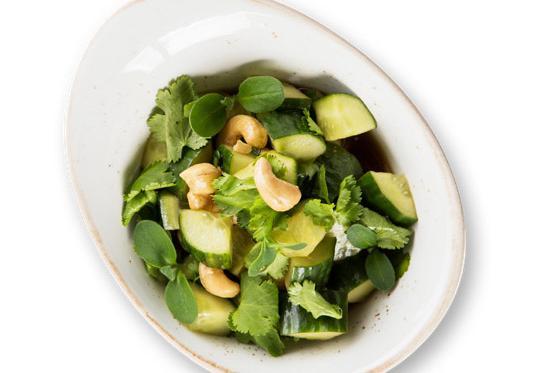 Салат из битых огурцов в соевом соусе с кешью(330 руб.)