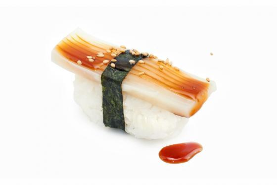 Суши с кальмаром(120 руб.)