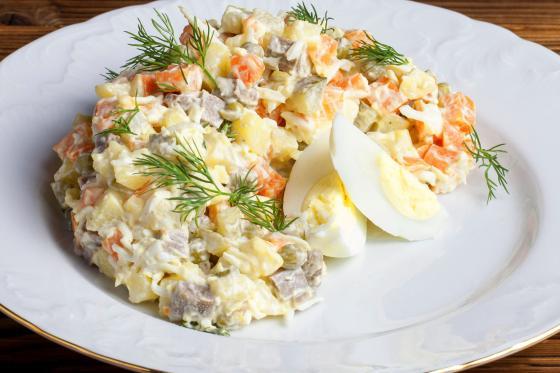 Оливье с цыпленком (350 руб.)
