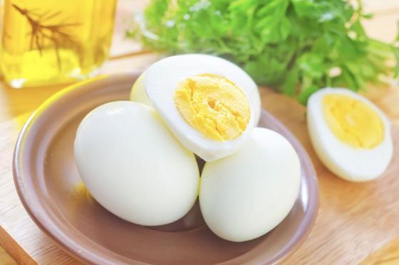 Яйцо куриное отварное (в всмятку или в крутую) (80 руб.)