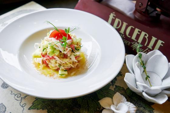 салат с камчатским крабом(1290 руб.)