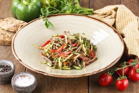 овощной салат с говядиной(450 руб.)