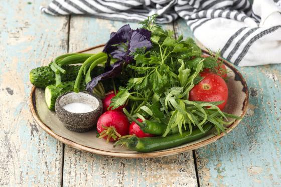 сезонные овощи и зелень(490 руб.)