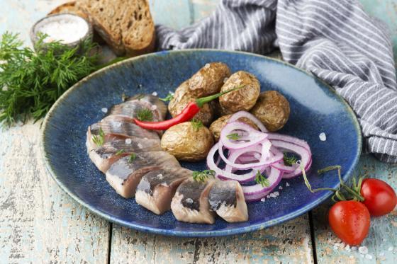 сельдь с картофелем(350 руб.)