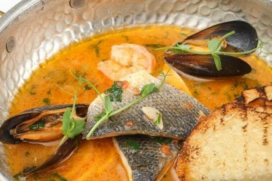 суп с дарами моря(990 руб.)