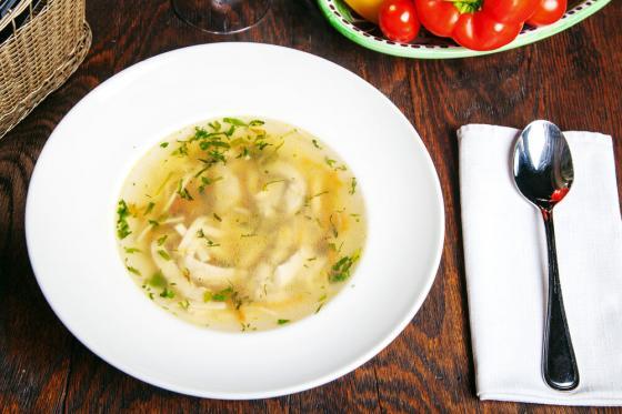 домашний куриный суп(290 руб.)
