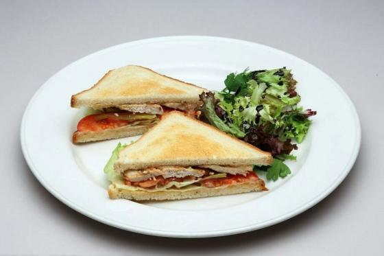 сэндвич с куриным филе(460 руб.)