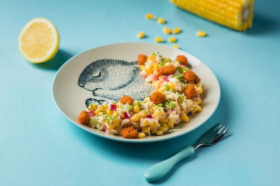 кукурузный салат с хрустящей рыбкой(350 руб.)